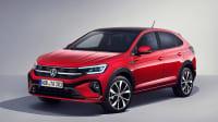 Der VW Taigo in rot seitlich von vorne zu sehen