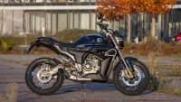 Motorrad Zontes Z125 G1  am Parkplatz