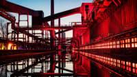 Zeche Zollverein rot angestrahlt