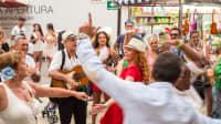 Partystimmung bei der Feria de Agosto in der Innenstadt von Málaga