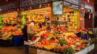 Obst und Gemüsestand auf dem Markt von Sevilla