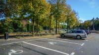 leere Behindertenparkplatz
