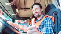 LKW-Fahrer freut sich