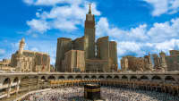 Der heilige Schrein in Mekka und Skyline