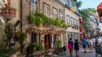 Eine Straße mit alten schönen Häusern