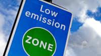 Schild an einer Low emission zone in England