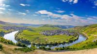 Blick auf die Moselschleife bei Leiwen und Trittenheim