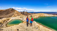 Pärchen wandert im Tongariro-Nationalpark