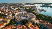Blick auf das Amphitheater in Pula
