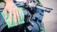 Motorrad wird gereinigt