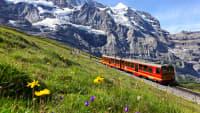 Jungfraujochbahn in Berglandschaft