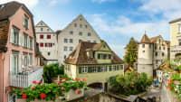 Blick in die malerische Altstadt von Meersburg