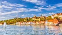 Meersburg an einem Frühlingstag mit Schiffen auf dem Bodensee