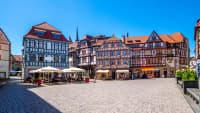 Blick auf die bunten Fachwerkhäuser und den Marktplatz in Schmalkalden in Thüringen