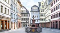 die neue Altstadt in Frankfurt mit Brunnen
