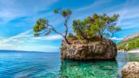 Felsen Brela am Strand Punta Rata in Kroatien