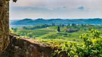 Eine Panoramaaufnahme des Das DOC-Weinbaugebiet des Collio