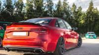 Getunter Audi in Rot auf Parkplatz