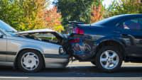 ein Auffahrunfall von zwei Autos