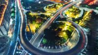 Große Straßenwindungen aus der Lufperspektive
