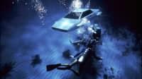 Eine Szene aus einem James Bond Film, ein Lotus Esprit schwimmt unter Wasser