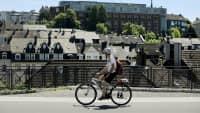 Fahrradfahrer aud der Nordbahntrasse Wuppertal, einem deutschen Schnellradweg