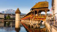 Ein Reisetipp für den Juli 2020 ist Luzern mit der berühmten Kapellbrücke