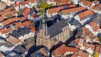 Luftbildaufnahme von der Kleinstadt Sankt Wendel mit der Wendalinusbasilika und der Altstadt