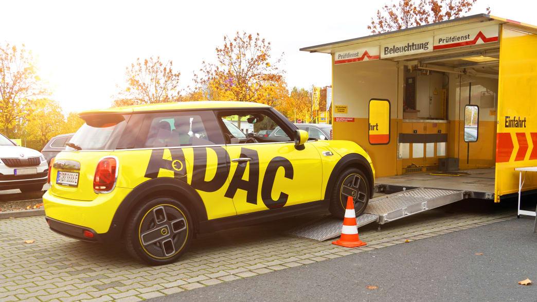 Mobiler Fahrzeugcheck: Bei einem Besuch unserer ADAC Prüfmobile in Berlin und Brandenburg können Sie Ihr Auto ohne Termin durchchecken lassen