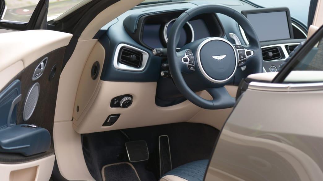 Cockpit des Aston Martin DB11 Volante