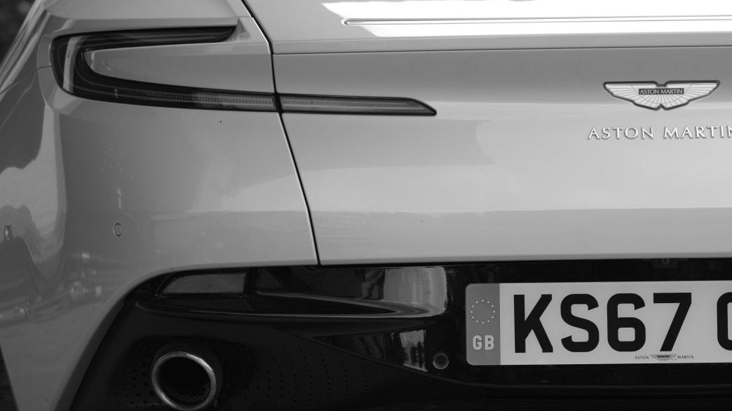 Heckansicht des Aston Martin DB11 Volante