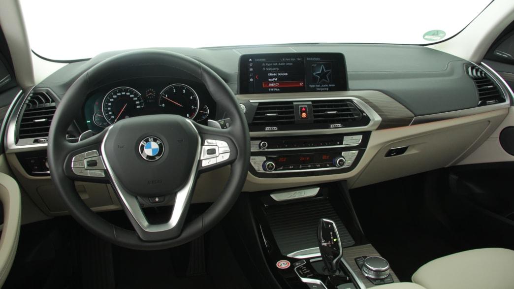 Cockpit eines BMW X3