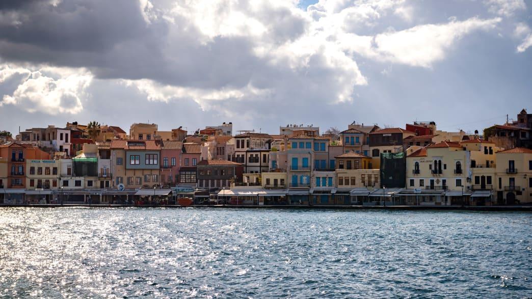 Blick vom Hafen auf Chania
