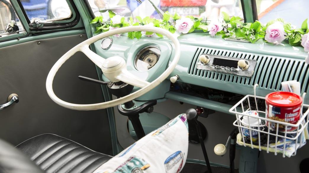 Armaturenbrett eines VW Bullis