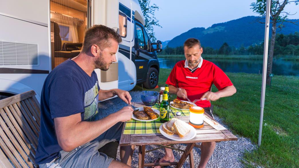 Abendessen vor dem Camper