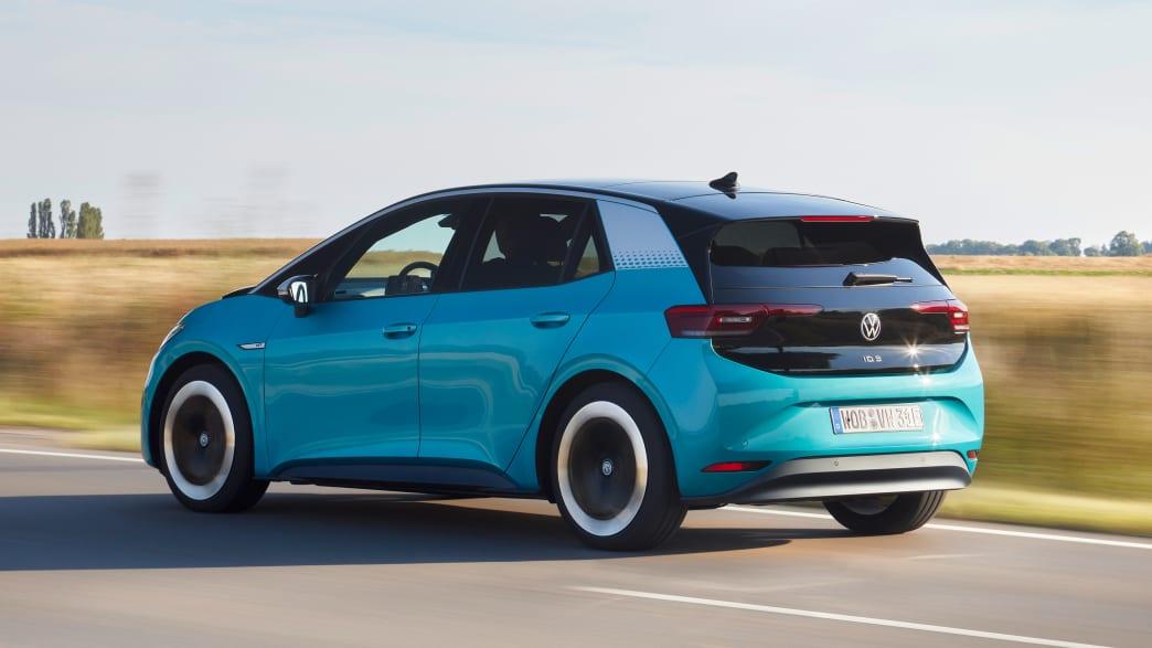Heck- und Seitenansicht des VW ID.3