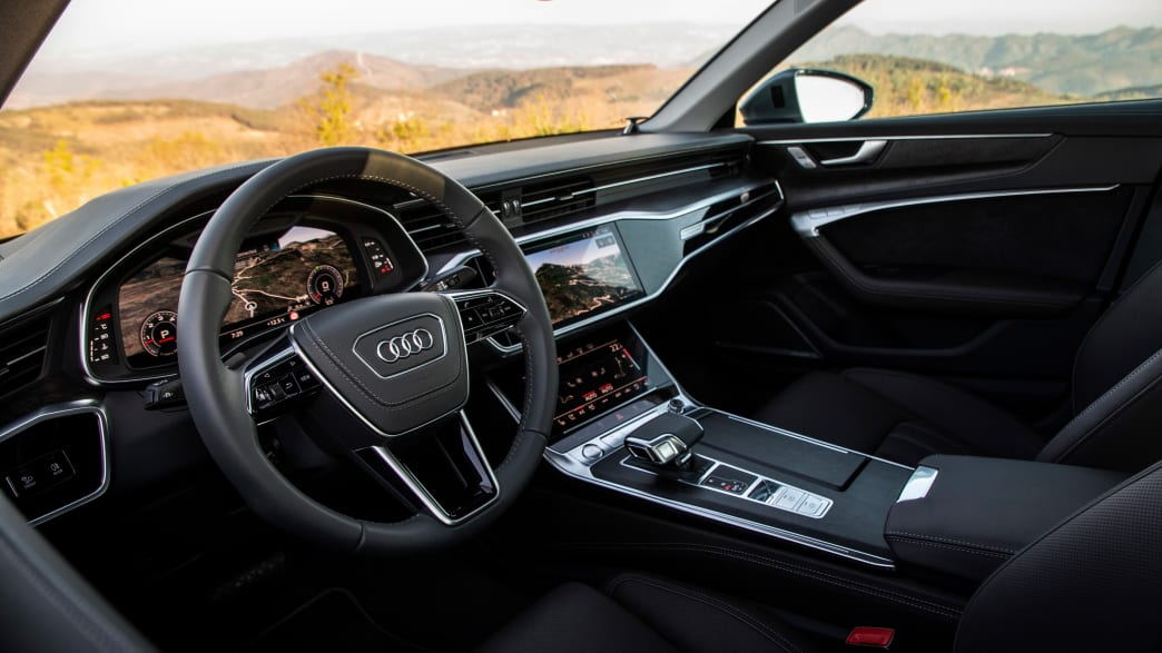 Cockpit eines Audi A6