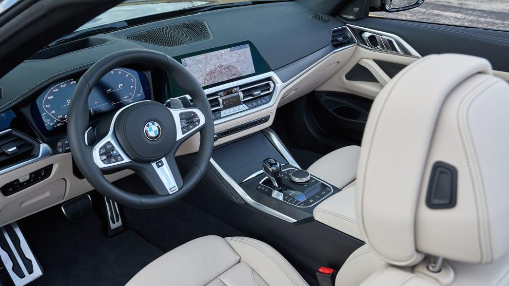 Das Cockpit eines BMW 4er Cabrio