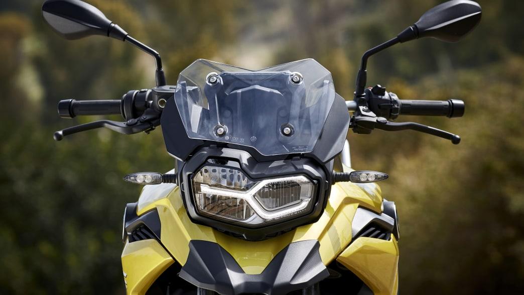 das asymmetrisches Gesicht der BMW F750 GS frontal von vorne