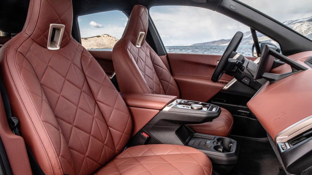 Vordersitze des BMW iX