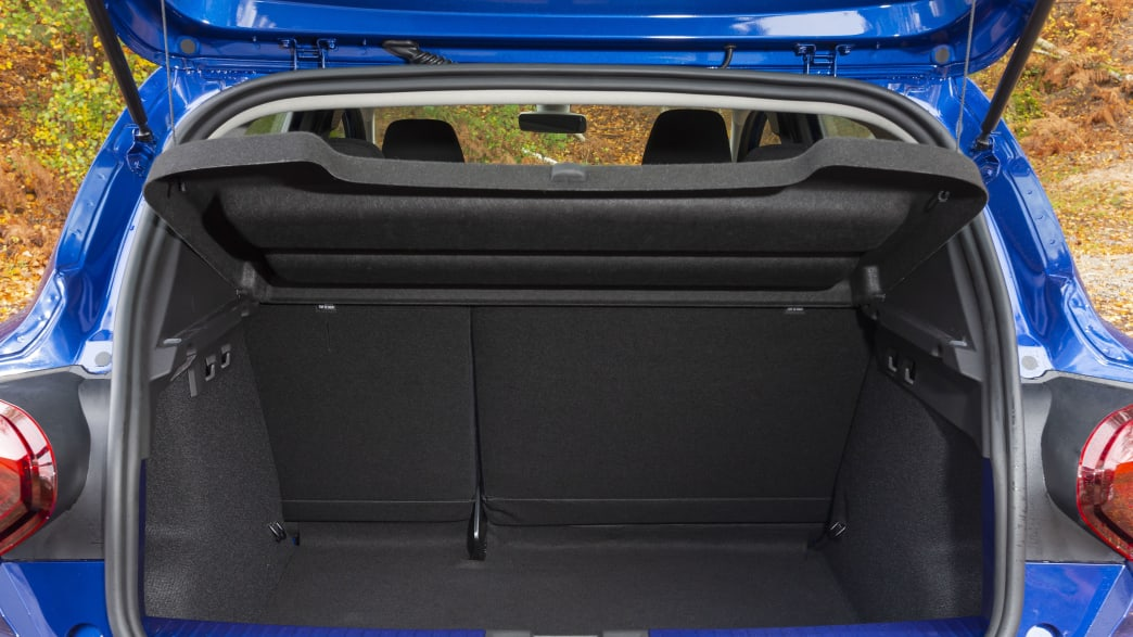 Der offene Kofferraum vom Dacia Sandero
