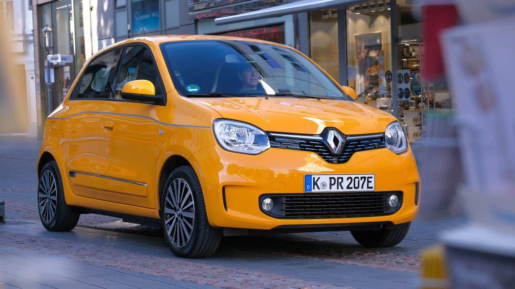 Renault Twingo Electic steht auf der Straße