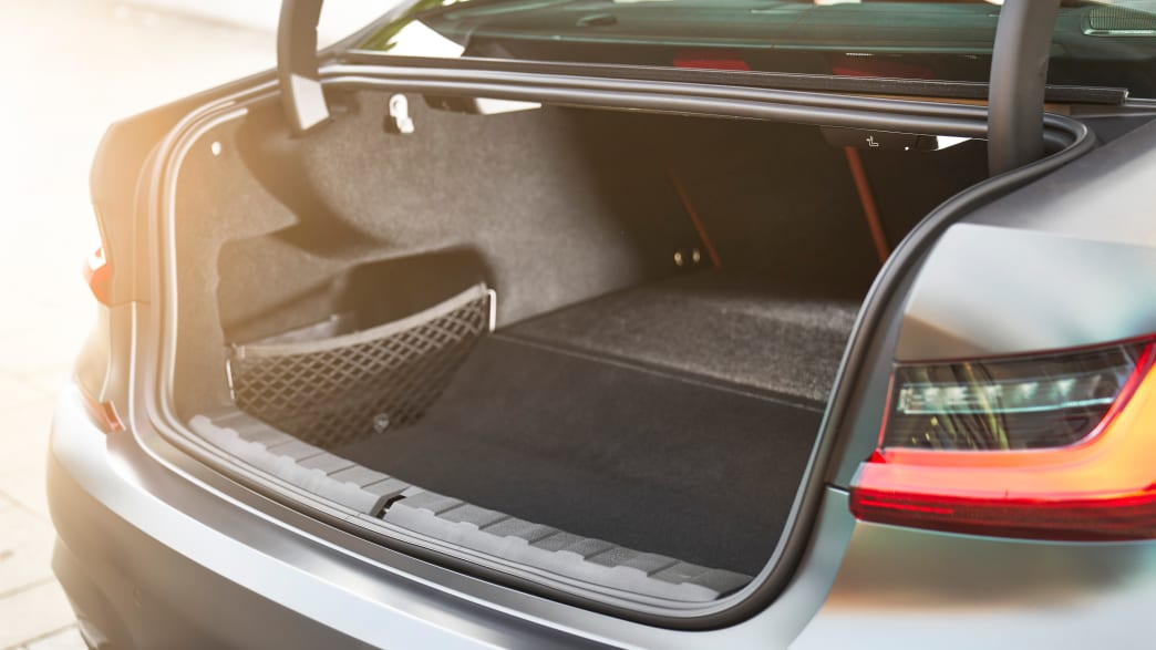 Kofferraum eines weissen BMW 3er