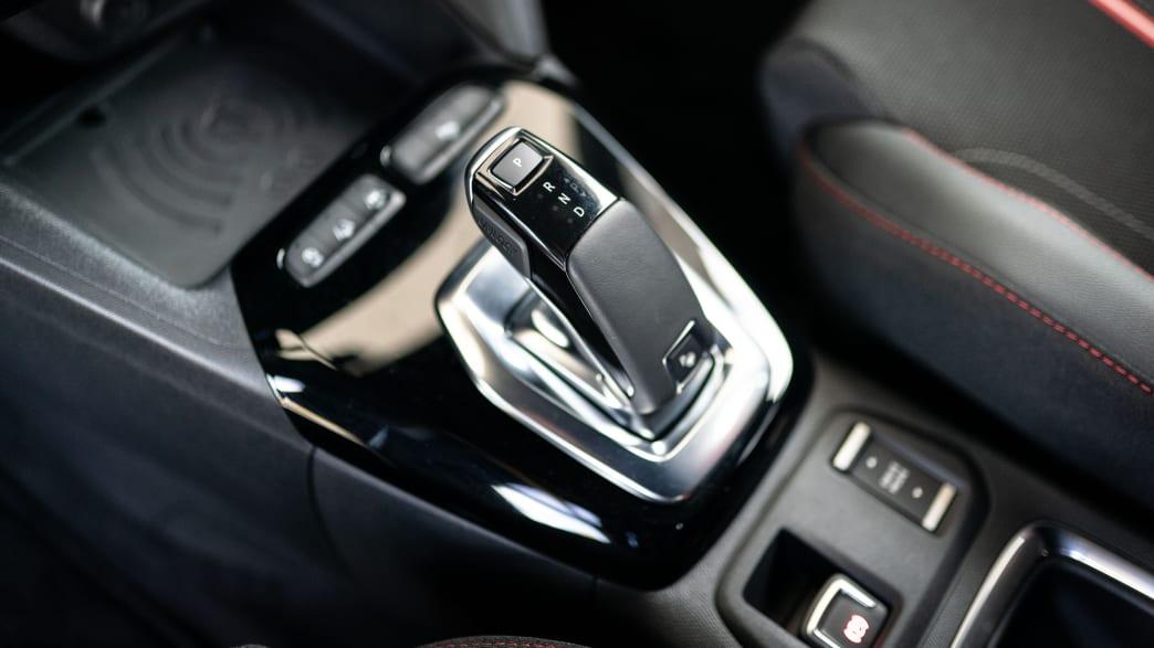Schalthebel eines Opel Corsa