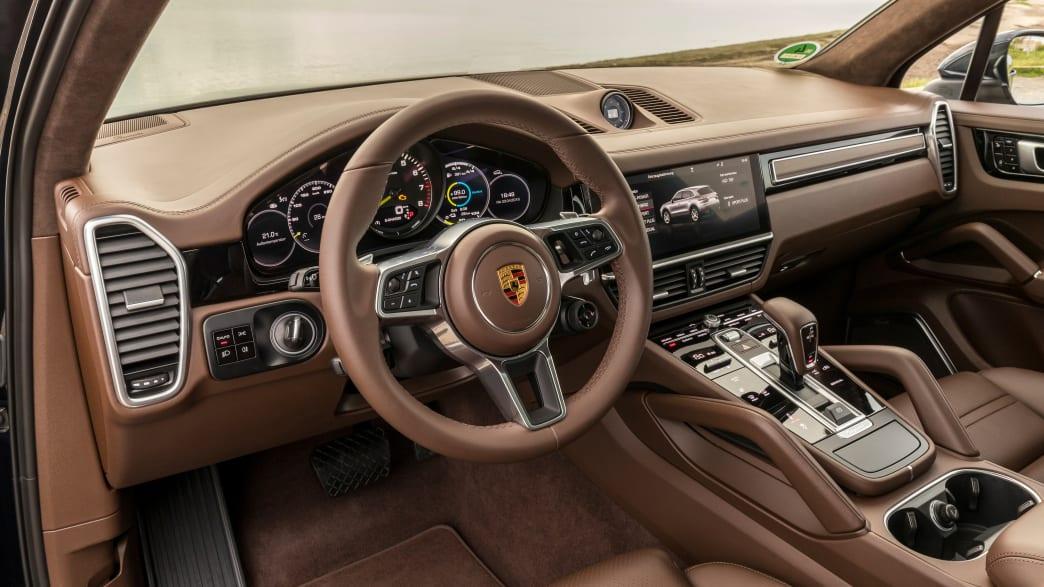 Cockpit eines Porsche Cayenne E-Hybrid
