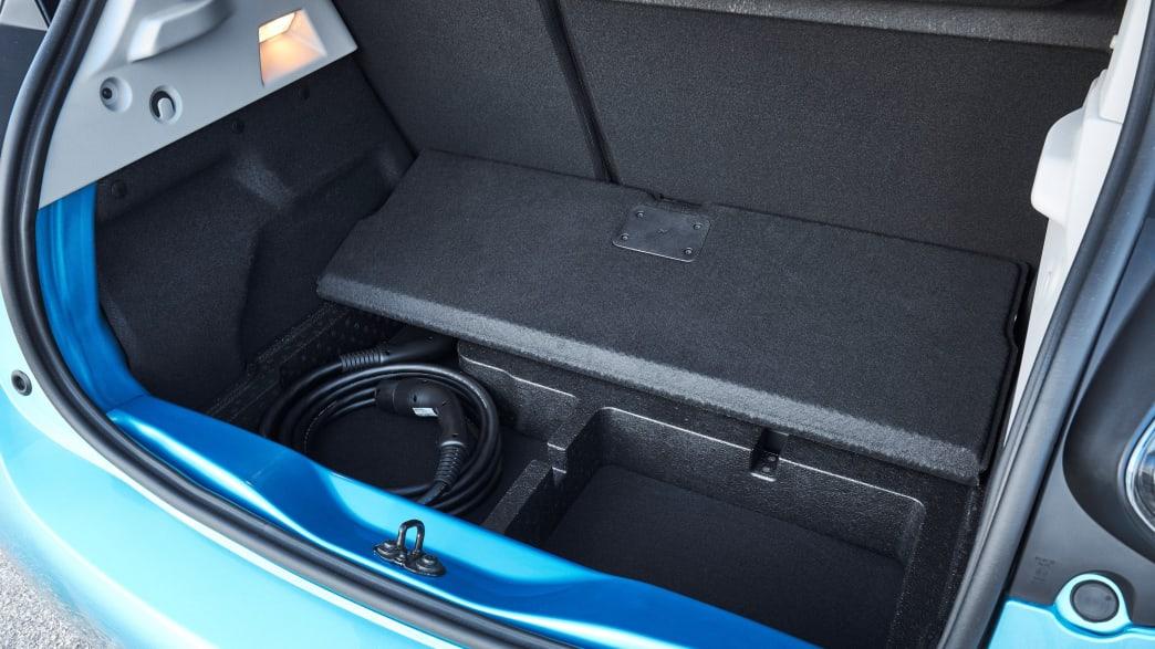 Kofferraum  eines blauen Renault Zoe