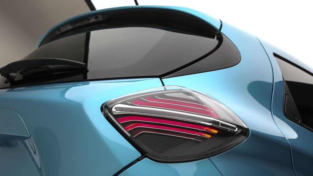 Ruecklicht eines blauen Renault Zoe