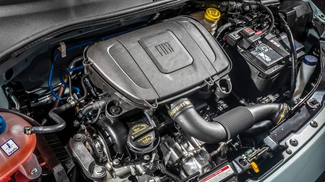 Der Motor eines Fiat 500 Hybrid