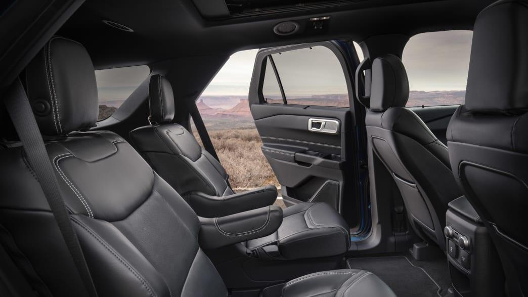 Ford Explorer ST mit geöffneter Tür