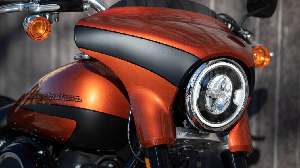 Frontalansicht einer Harley Davidson Sport Glide